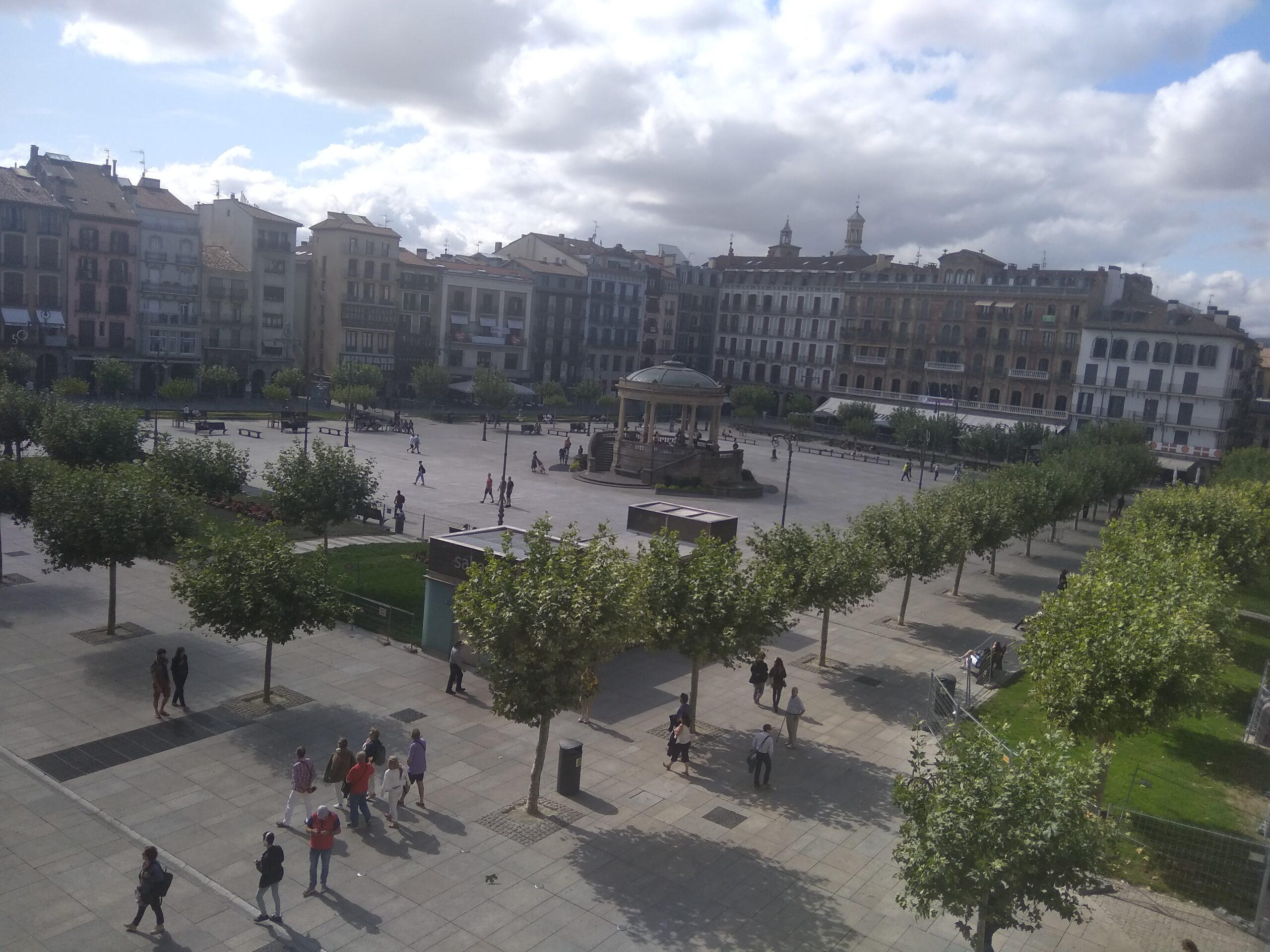 vaade Pamplona kooli aknast